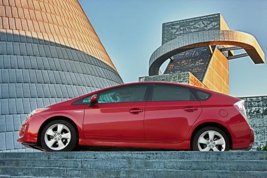 2012_Toyota_Prius_001_42261_2524_low